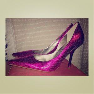 Guess metallic magenta heels